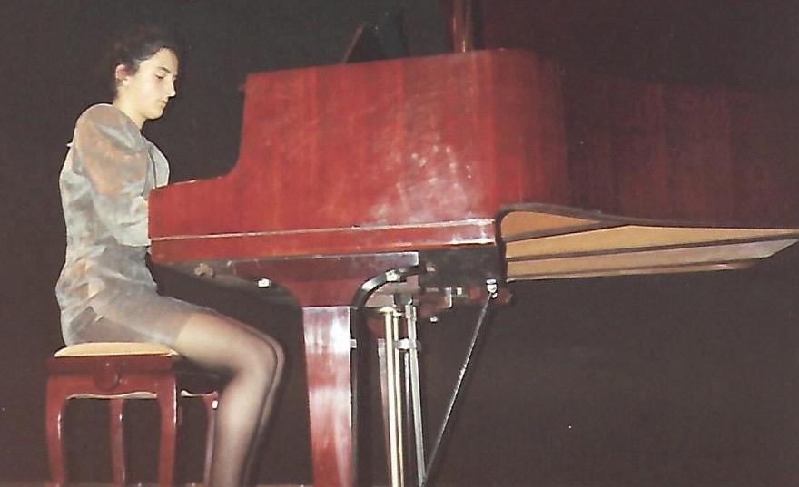 Vicky Gastelo al piano