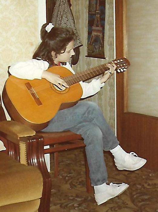Vicky Gastelo guitarra